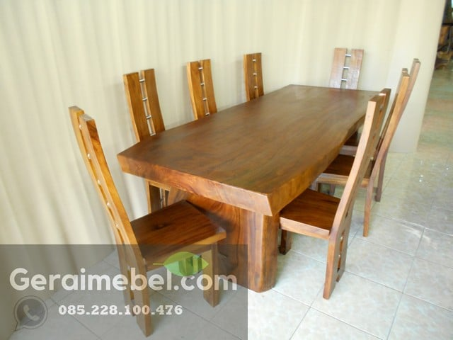Meja Makan Suar Wood